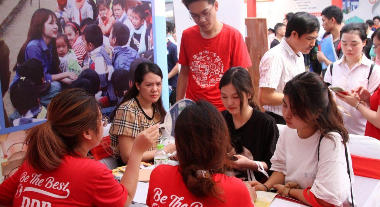 Cán bộ & sinh viên DDP giải đáp thắc mắc về những đổi mới trong tuyển sinh năm 2020